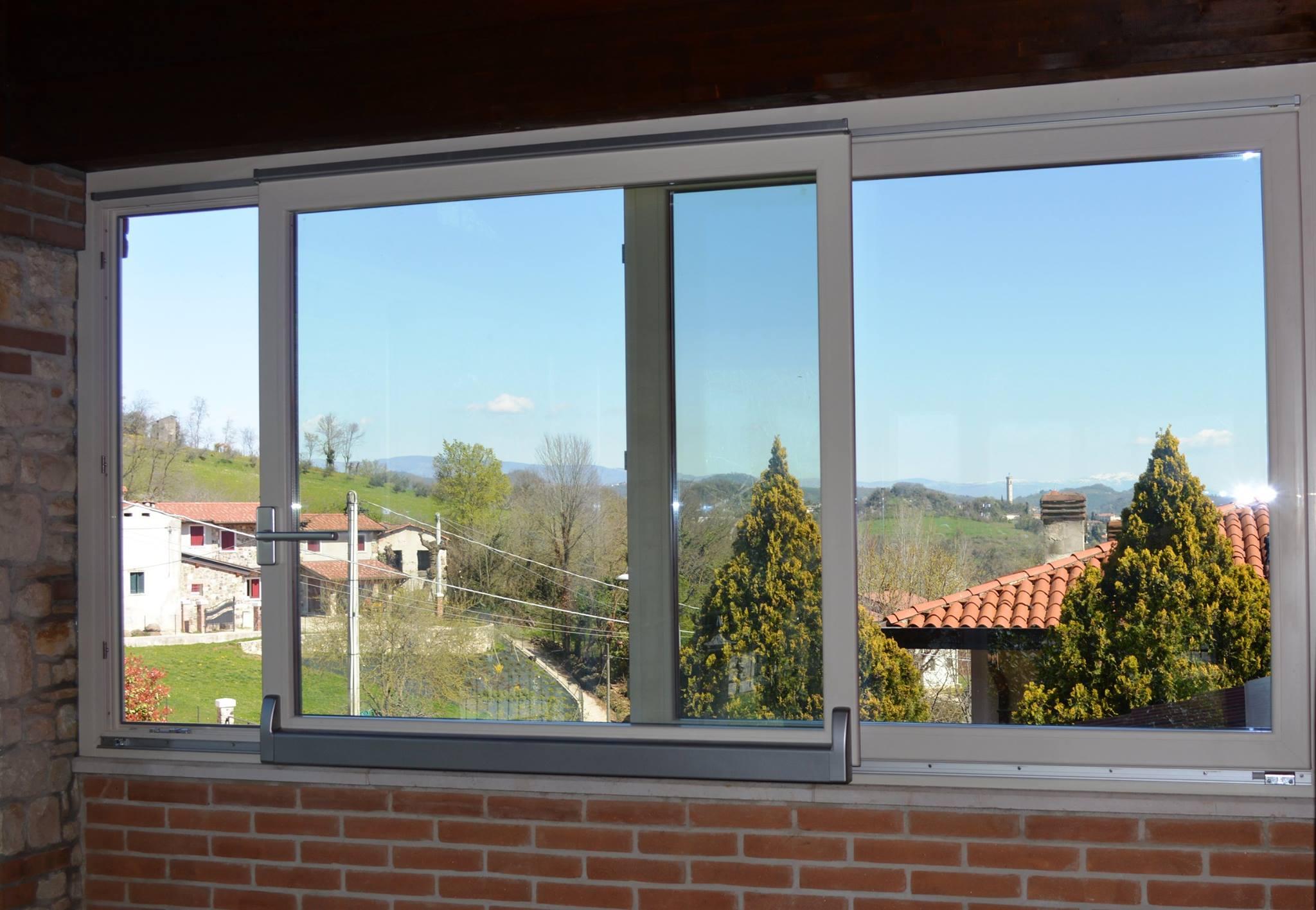 Mondial plast infissi porte e finestre scorrevoli parallelo - Altezza parapetto finestra ...